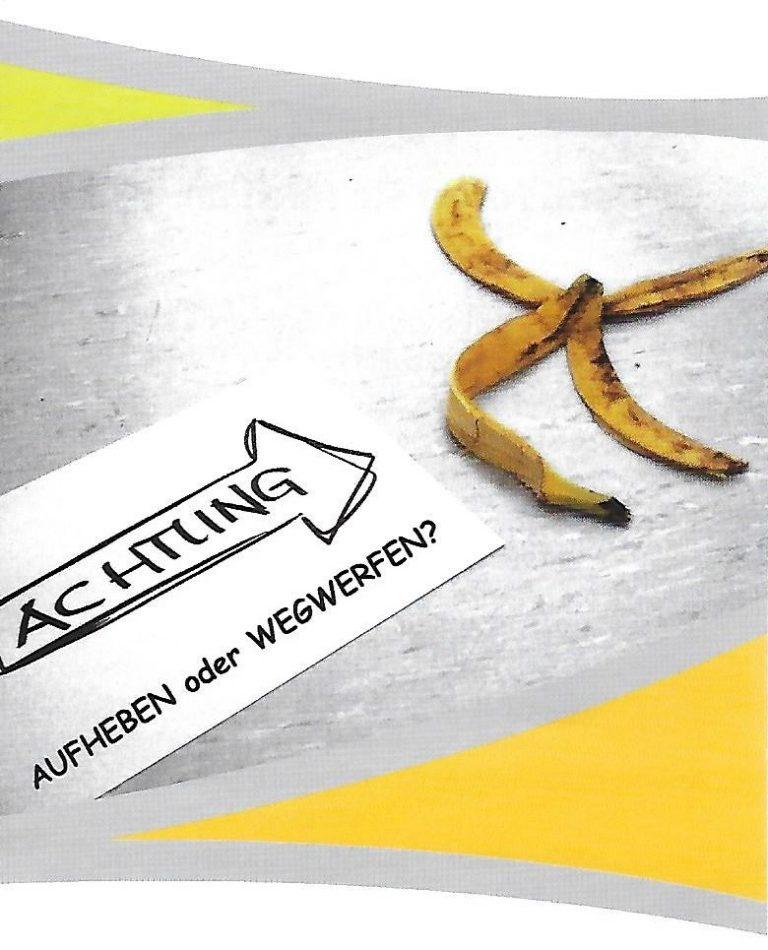Achtung vor der am Boden liegenden Bananenschale. Aufheben oder wegwerfen?